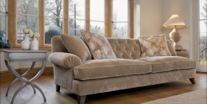 Country Home Décor: Choosing the Right Sofa